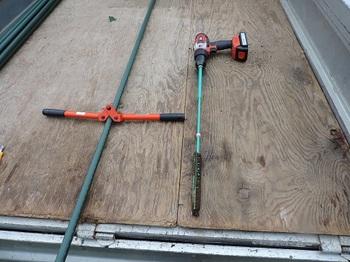 穴あけ器と差込補助具