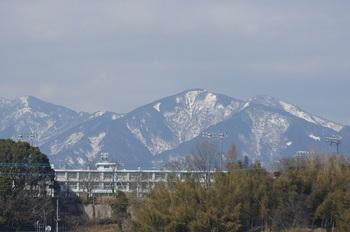 丹沢が雪山のままです